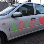 Любовь- это признание на машине меловыми красками НР)