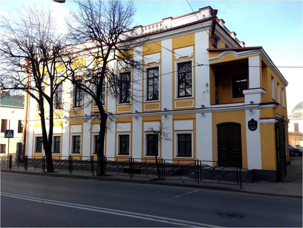 Фасад окрашен акриловой краской «Декор фасад»  на ул. Карла Маркса,  11