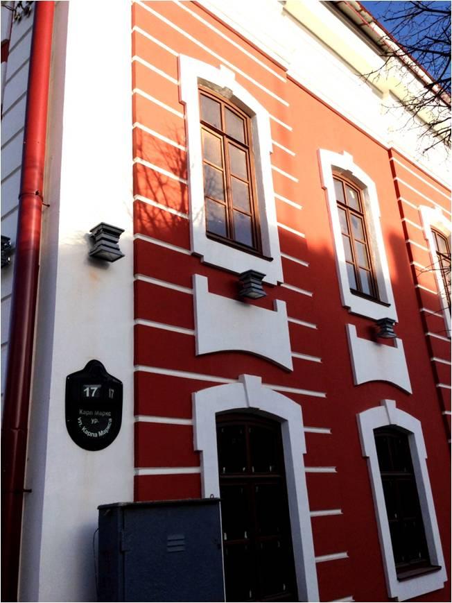 Фасад окрашен акриловой краской «Декор фасад»  на ул. Карла Маркса, 17