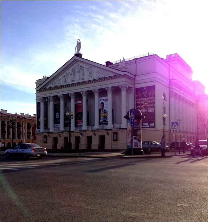 Фасад окрашен акриловой краской  «Декор фасад» — Театр оперы и балета им. М.Джалиля  на ул. Пушкина, 2